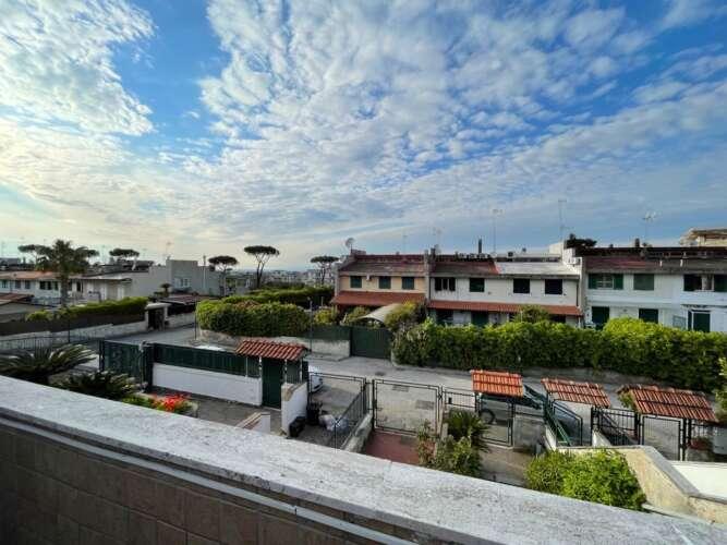MARANO DI NAPOLI Villetta a schiera con Ampio Terrazzo, Luminoso, Panoramico